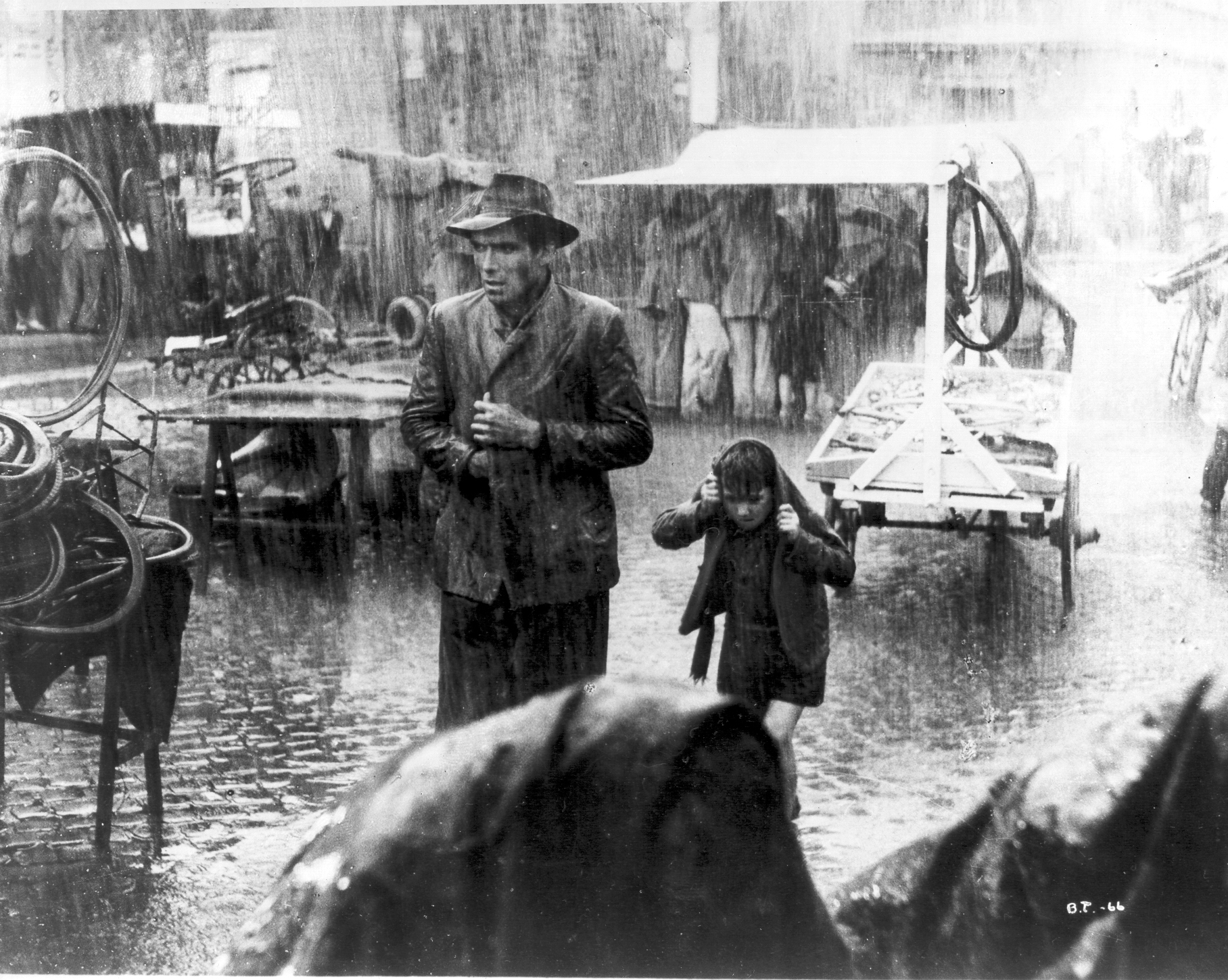An introduction to Italian Neorealism: Depictions of post ...