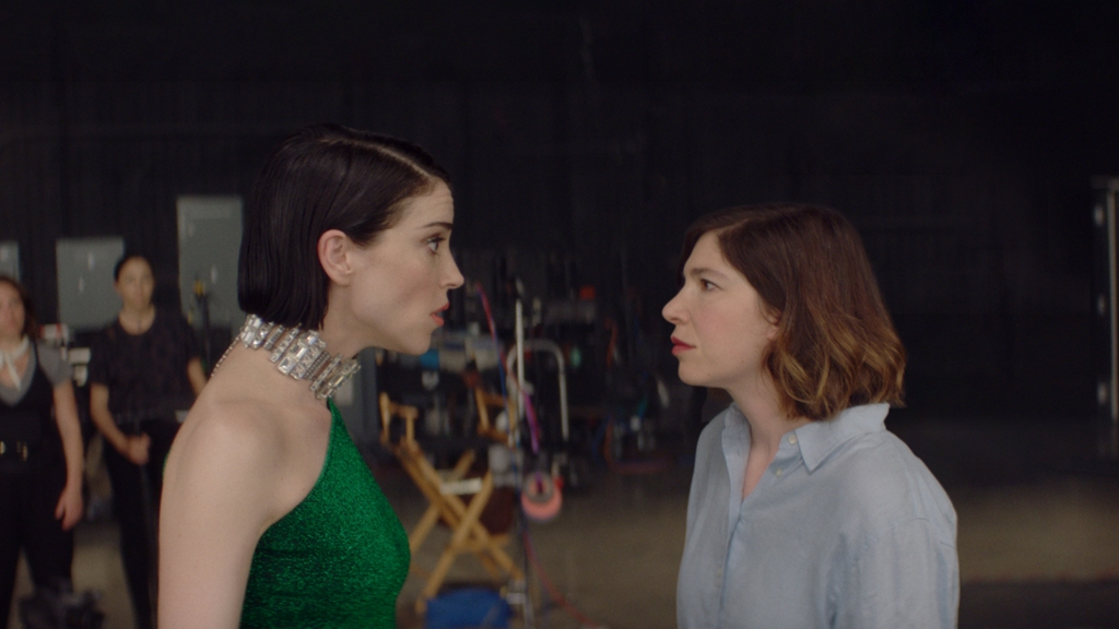 A still from 'The Nowhere Inn'. Annie Clark and Carrie Brownstein are pictured arguing on a film set.